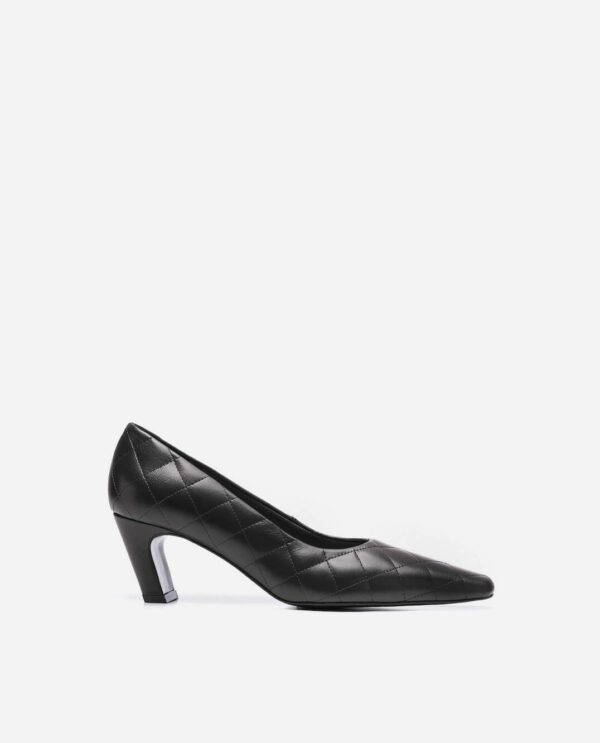 IGGY SHOES; BLACK LAMB LEATHER WITH 5 CM HEEL; FLATTERED