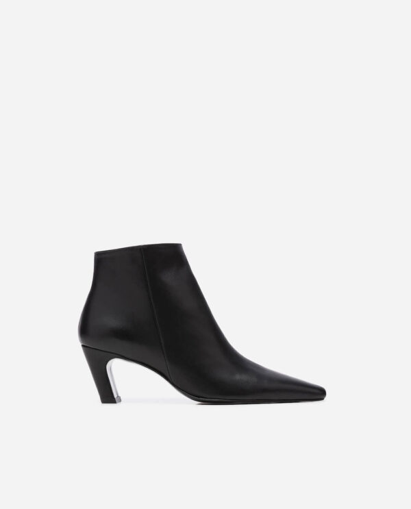 XENIA BOOTS; BLACK GOAT LEATHER WITH 5,5 CM HEEL; FLATTERED