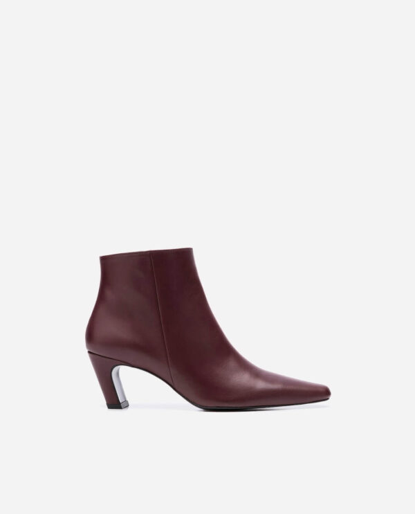 XENIA BOOTS; BURGUNDY GOAT LEATHER WITH 5,5 CM HEEL; FLATTERED
