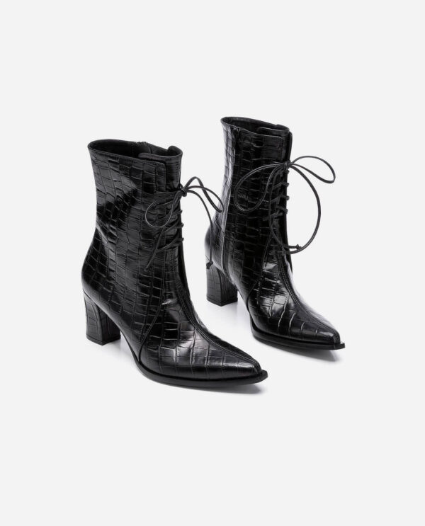 TINE BOOTS; BLACK COW LEATHER IN CROCO PRINT WITH 6,5 CM HEEL; FLATTERED
