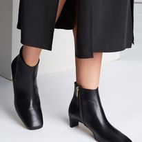 CLUSIA SHOES ATP ATELIER ANKLE BOOTS WITH ZIPPER